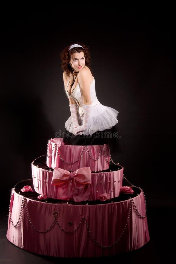 Speld-op meisje het springen stuk speelgoed cake royalty-vrije stock fotografie