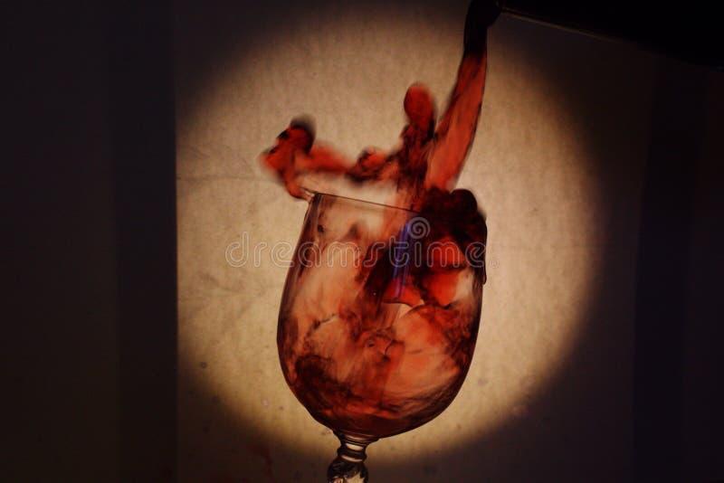 Spelen van wijnstok in het glas royalty-vrije stock foto's