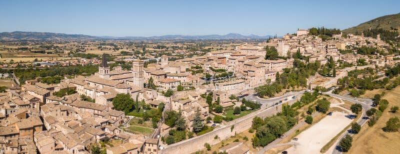 Spello, μια από την ομορφότερη μικρή πόλη στην Ιταλία Εναέρια άποψη κηφήνων του χωριού στοκ εικόνα με δικαίωμα ελεύθερης χρήσης