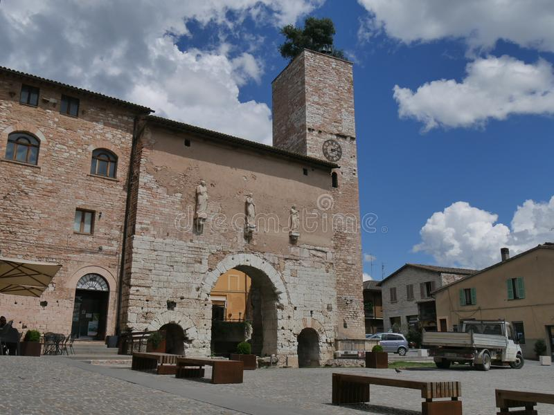 Spello - Porta Consolare στοκ εικόνα