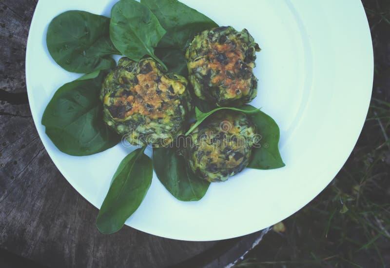 Download Spenatpannkakor På En Platta Arkivfoto - Bild av dietary, ört: 78726404