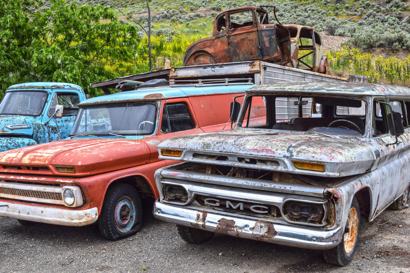 Spences Bridge, BC, old-timer cars. SPENCES BRIDGE, CANADA - MAY, 24, 2017: Roadside vintage car at Vulture Garage, a store for vintage cars and antiques at stock images