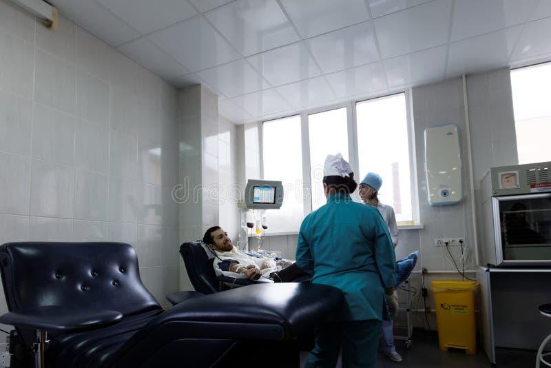 Spender gibt Blut stockfoto