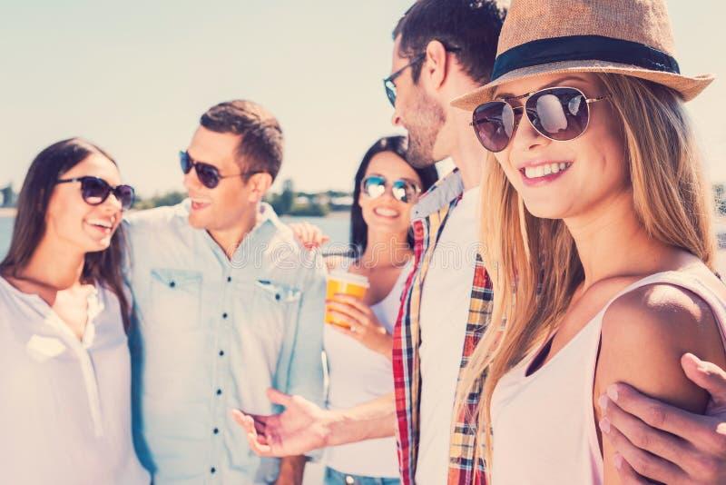 Spendera stor tid med vänner royaltyfri foto