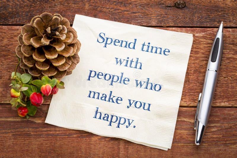 Spendera tid med folk som gör dig lycklig fotografering för bildbyråer