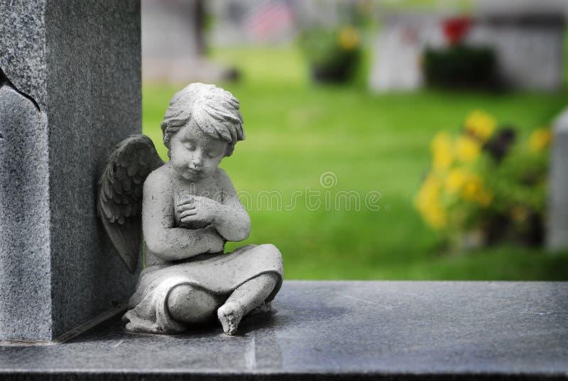 Speranza ed amore di Angel Statue Wings Carving Religious del cherubino immagine stock
