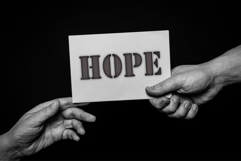 Speri, concetto delle mani amiche, cura d'offerta, amore, speranza e supporto fotografie stock libere da diritti