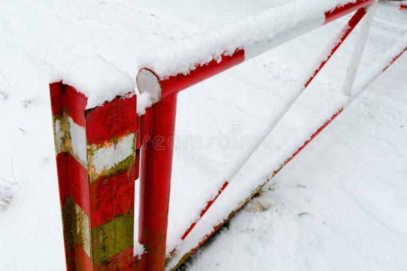 Sperre im Schnee stockfotos