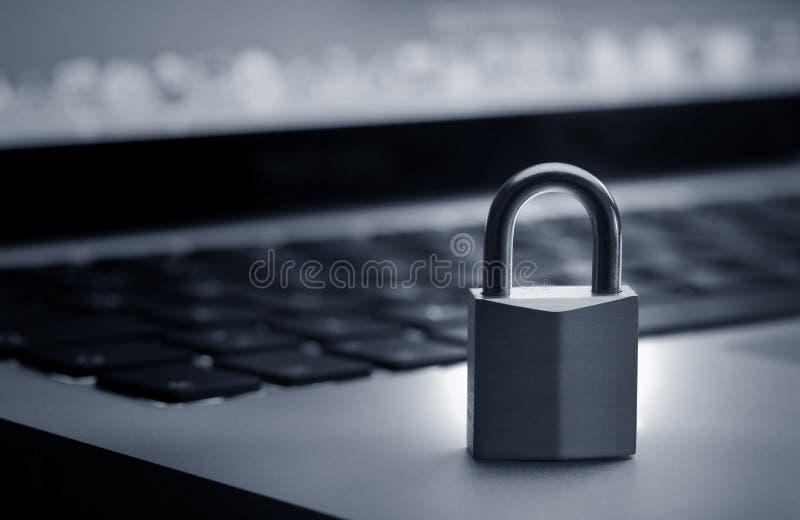 Sperren Sie auf Laptoptastatur lizenzfreie stockbilder