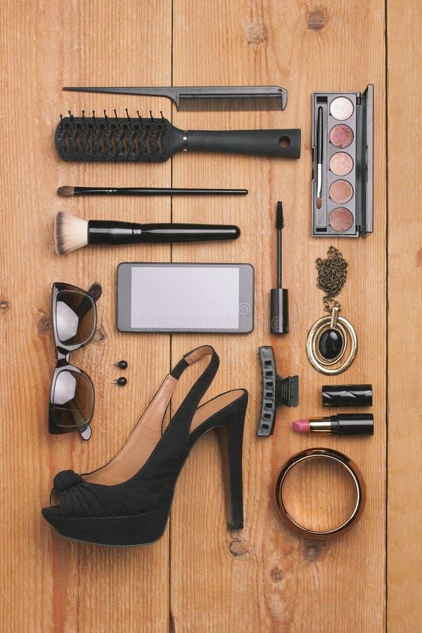 Spese generali degli oggetti della donna di modo degli elementi essenziali. fotografia stock