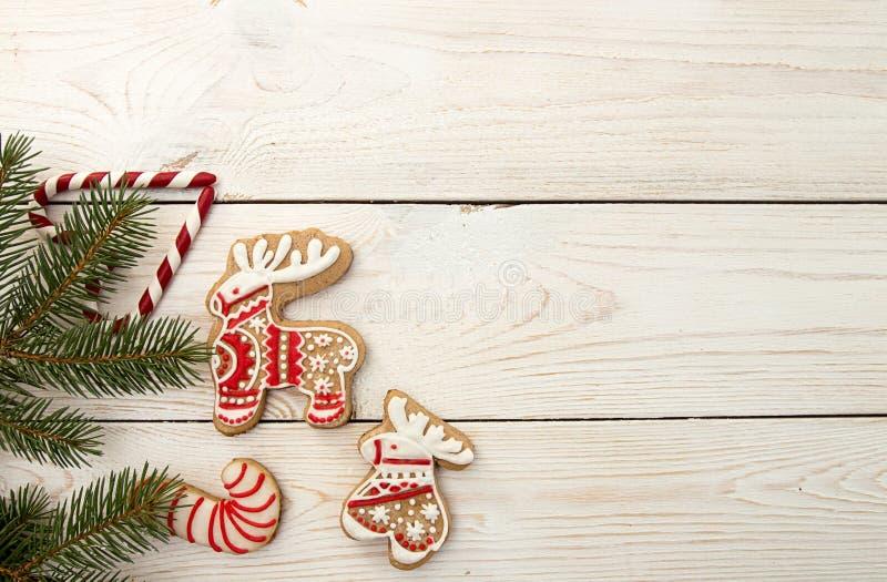 Spese generali del fondo di festa del nuovo anno di Natale Gingerbre rosso fotografia stock libera da diritti