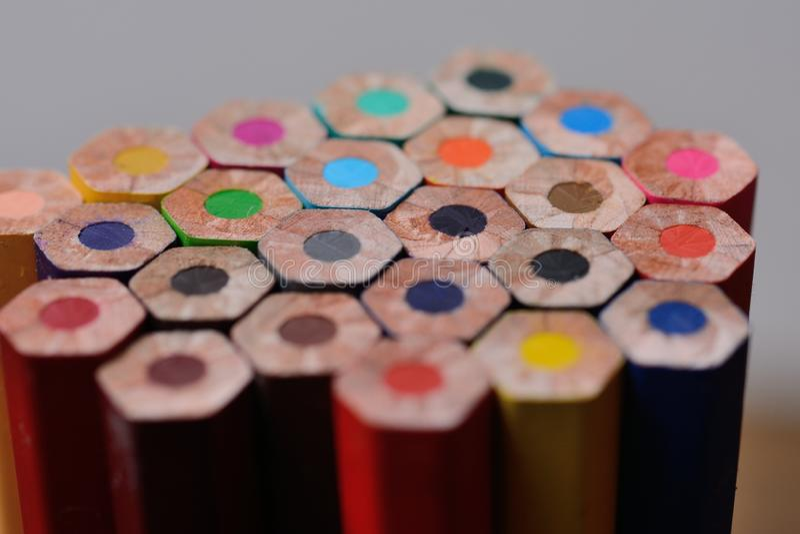Spetsar av blyertspennor stänger sig upp fotografering för bildbyråer