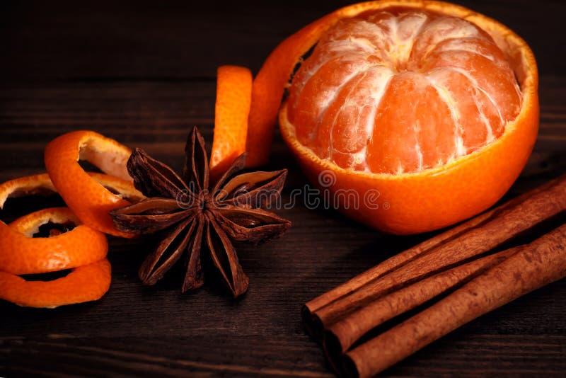 Spezie di Natale e del mandarino immagine stock