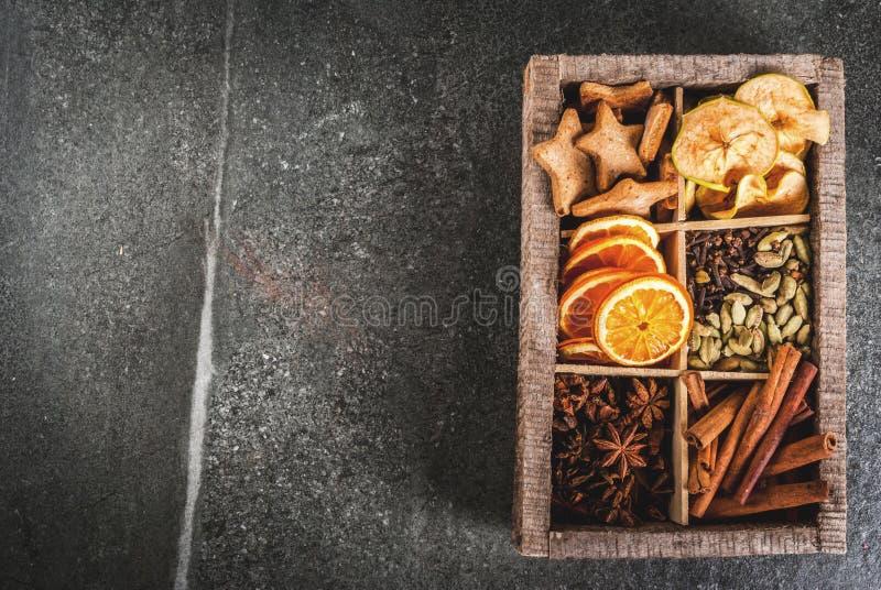 Spezie di Natale per cuocere ed i cocktail fotografia stock