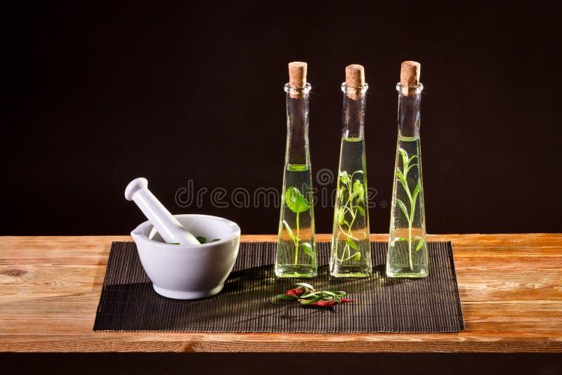 Spezie fresche in olio vegetale fotografia stock