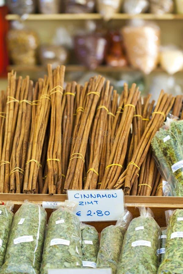 Spezie greche con il primo piano dei prezzi da pagare for Prezzi del piano