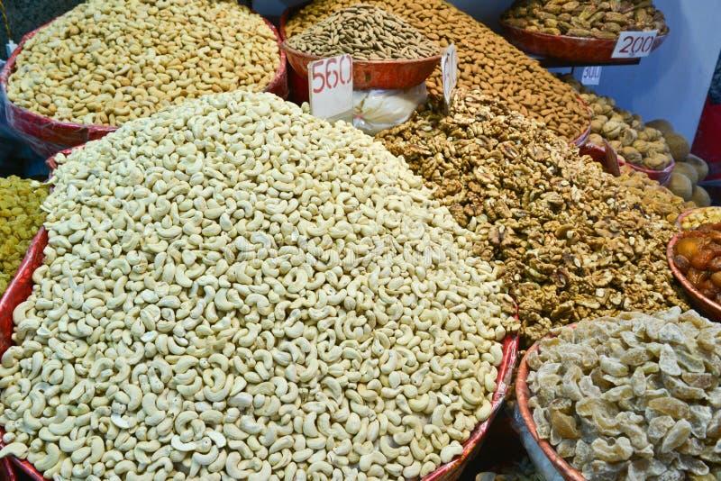 Spezie indiane e frutti asciutti immagine stock