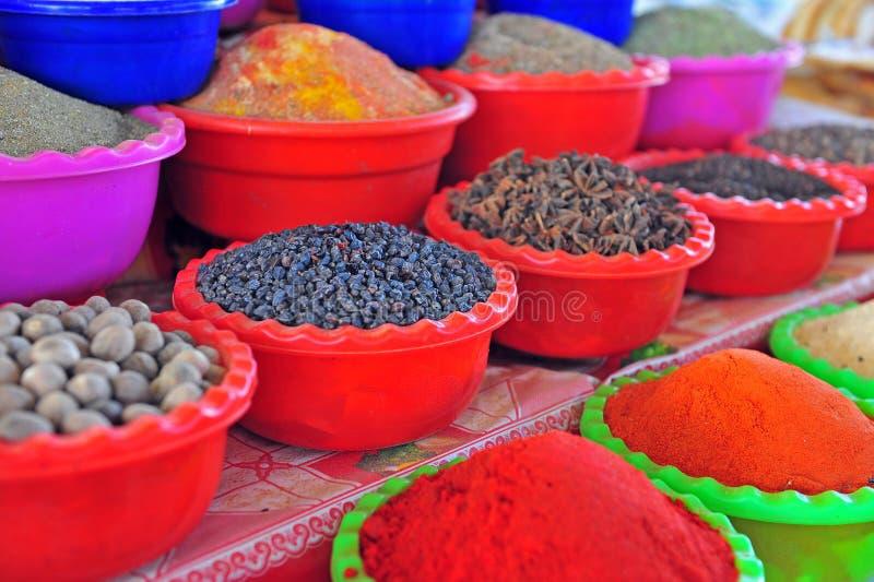 Spezie sul mercato delle pulci dell'Asia fotografia stock