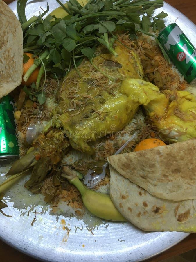 Spezielle leckere arabische Nahrung mit großer Platte lizenzfreies stockbild