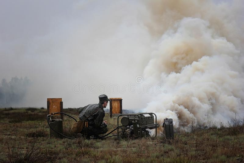 Spezielle militärische Ausrüstung für Rauch lizenzfreies stockfoto