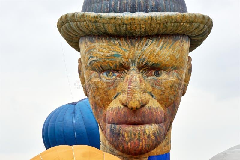 Spezieller Heißluftballon der Form in Form des Kopfes von Vincent van Gogh stockfotografie