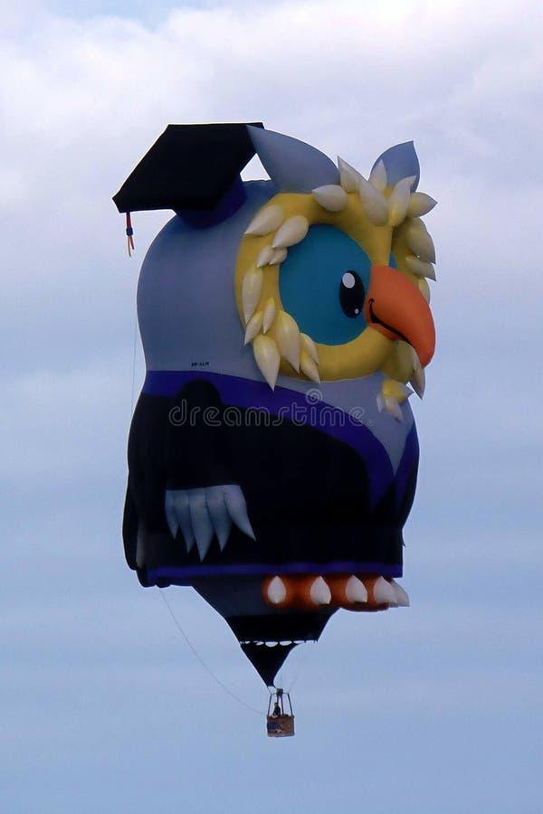 Spezielles Form-Eulenfliegen die Himmel an der internationalen Ballon-Fiesta Albuquerques stockfotos