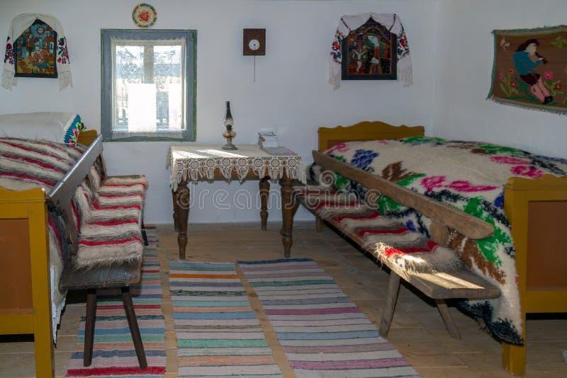 Spezifische Gegenstände von einem Innenraum rumänischem Bauernhaus in Mara stockbild