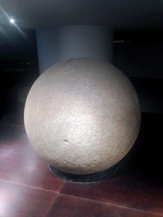 Sphère en pierre photographie stock libre de droits