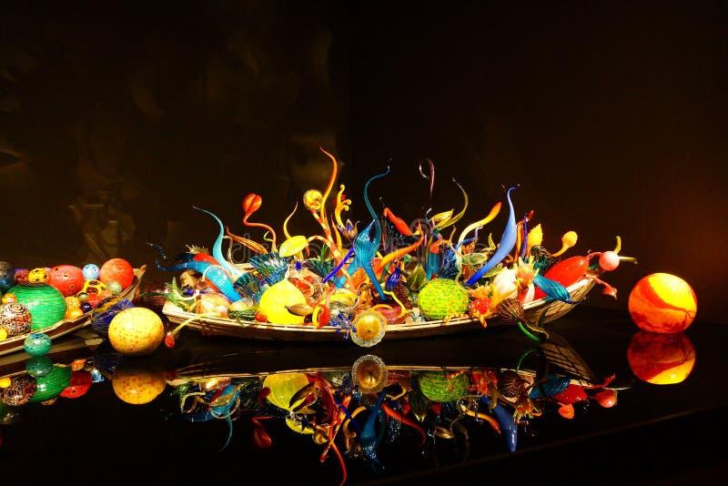 Sphères de verre soufflé dans le bateau photos stock