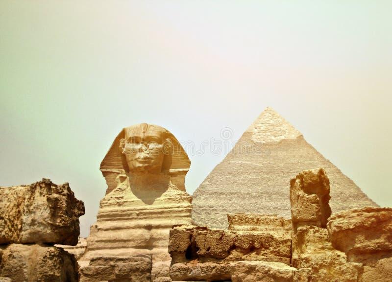 Sphinx και η μεγάλη πυραμίδα στην Αίγυπτο - Giza στοκ φωτογραφίες με δικαίωμα ελεύθερης χρήσης