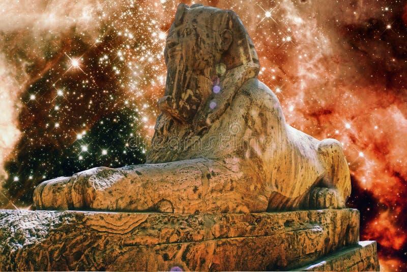 Sphinx d'albâtre et nébuleuse de tarentule (éléments de ce fu d'image photographie stock libre de droits