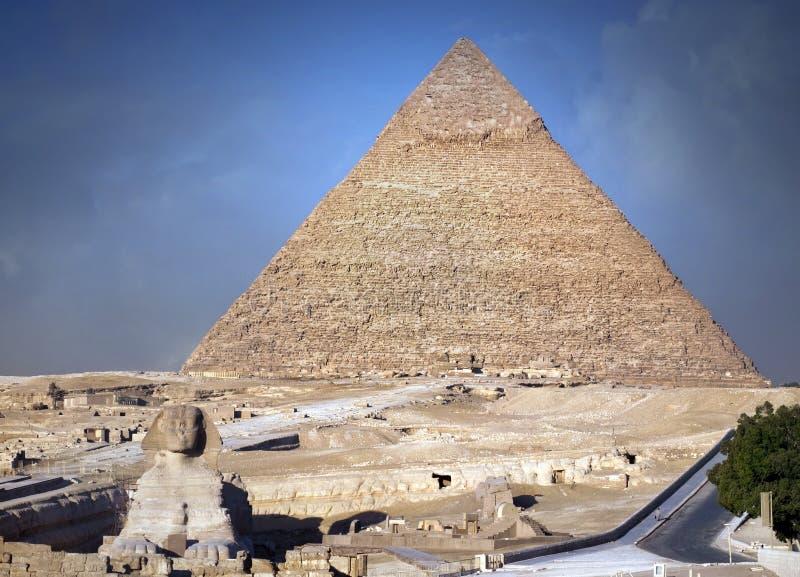 Download Sphinx e pirâmide foto de stock. Imagem de africano, verão - 16869508
