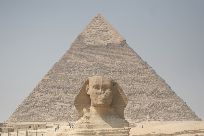 Sphinx e pirâmide de Chefren fotografia de stock