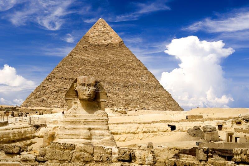 Sphinx e pirâmide egípcios fotografia de stock