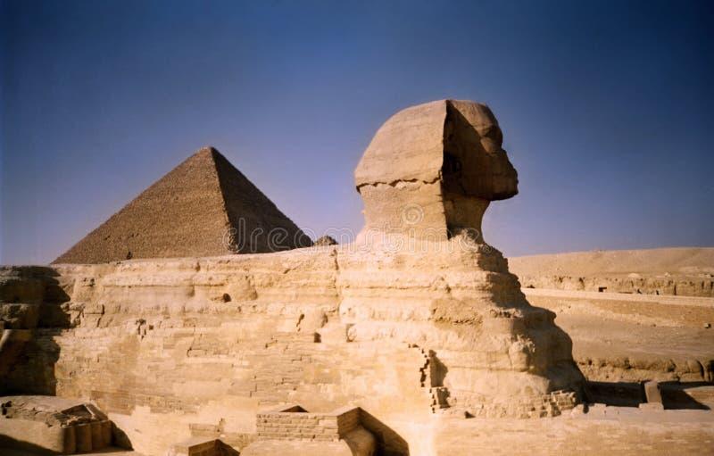Sphinx e piramide. L'Egitto fotografie stock
