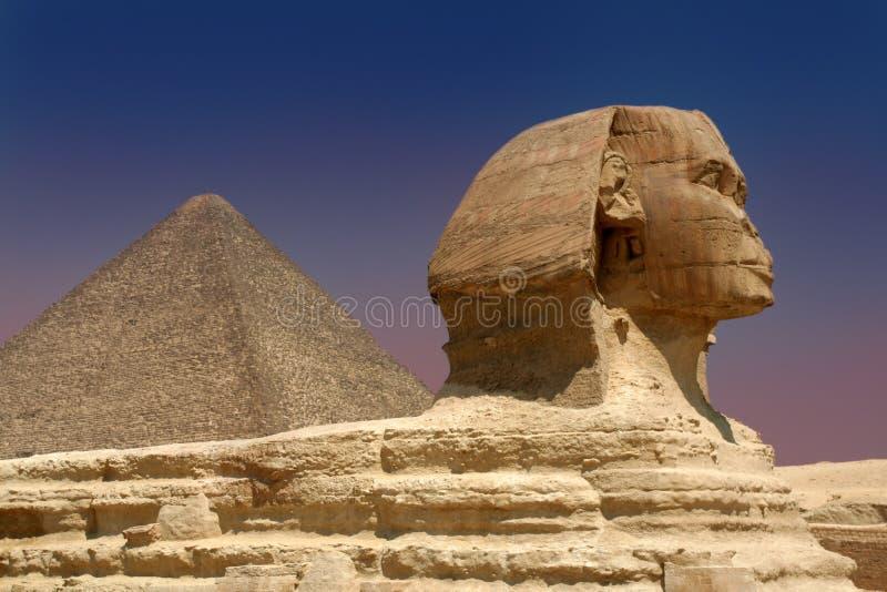 Sphinx et pyramide images libres de droits