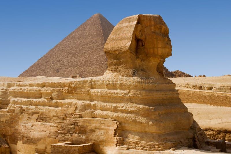 Sphinx et pyramide grande photo stock