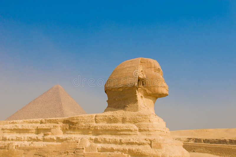 Sphinx och pyramider på Giza, Cairo arkivbilder