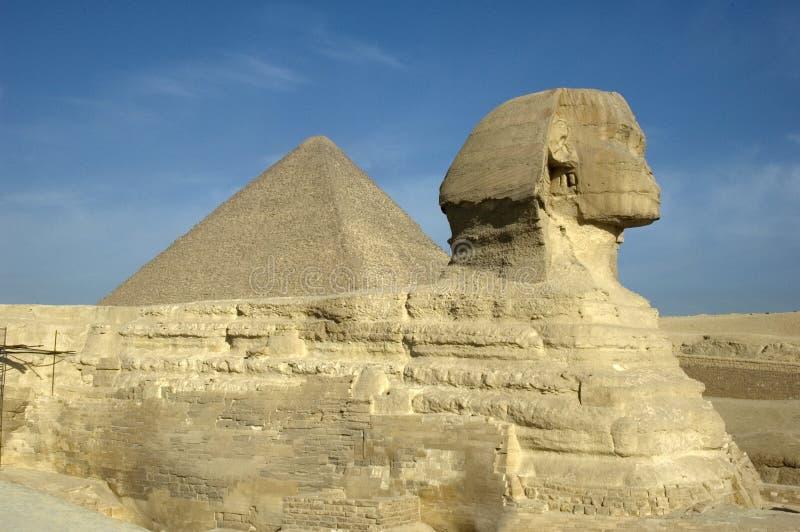 Sphinx u. große Pyramide stockbild