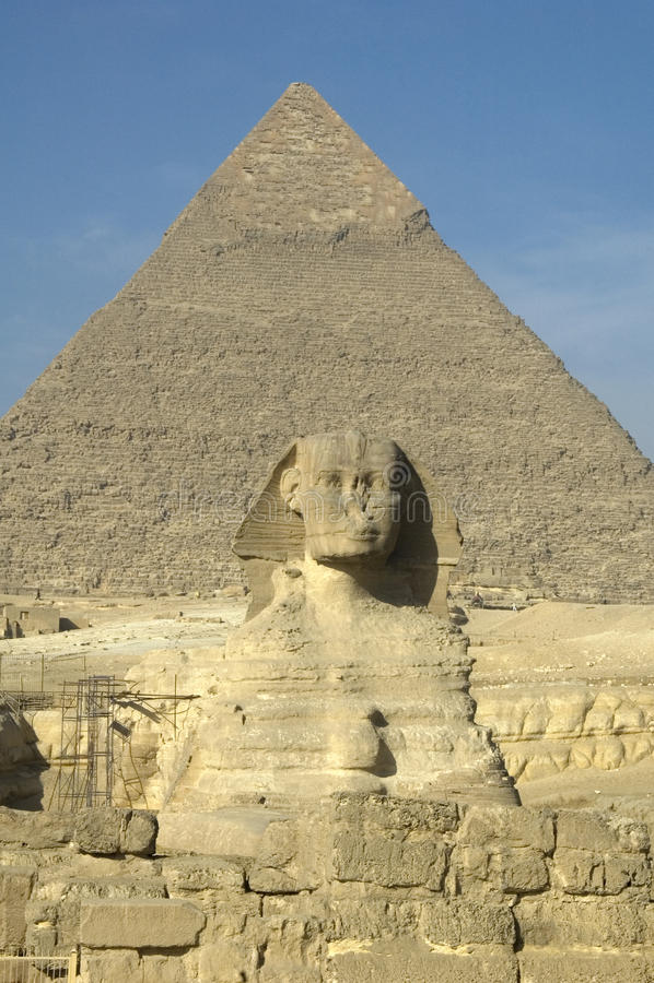 Sphinx u. große Pyramide stockfotografie