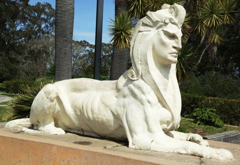 Sphinxstatue durch Arthur Putnam in der Front von De Young Museum in Golden Gate Park lizenzfreie stockfotos