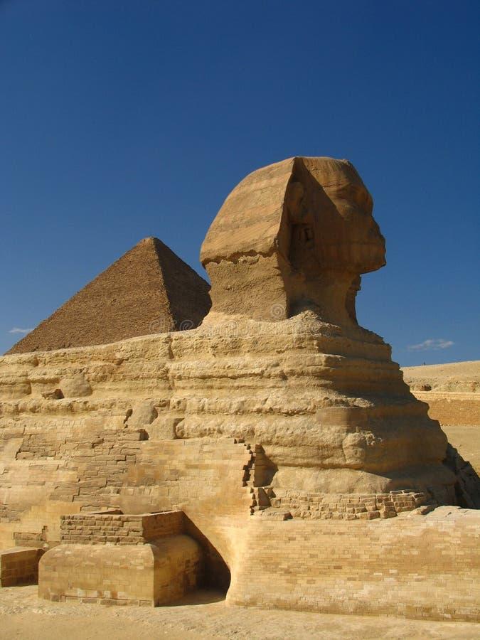 Sphynx e grande piramide fotografia stock