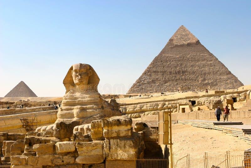 Sphynx und Pyramiden stockfoto