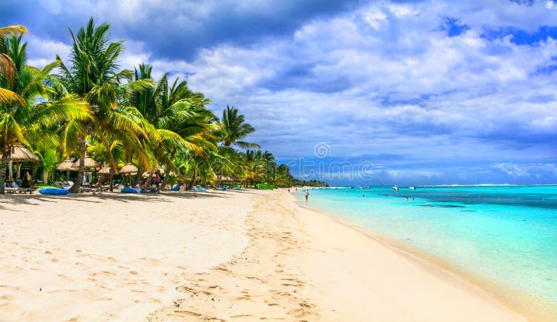 Spiagge sabbiose bianche dell'isola esotica delle Mauritius fotografia stock