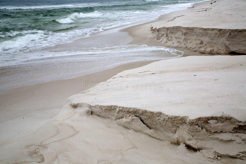 Spiagge sabbiose con le onde immagini stock libere da diritti