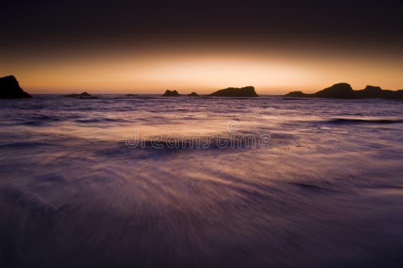 Spiaggia al crepuscolo fotografie stock libere da diritti