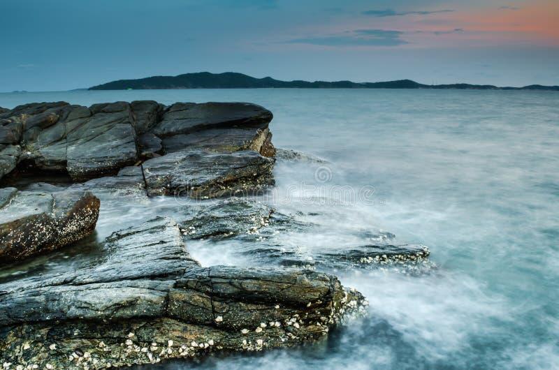 Spiaggia al tramonto immagine stock
