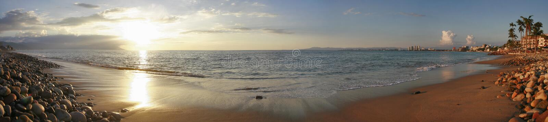 Spiaggia al tramonto, Messico di Puerto Vallarta, ottobre 2017 immagini stock