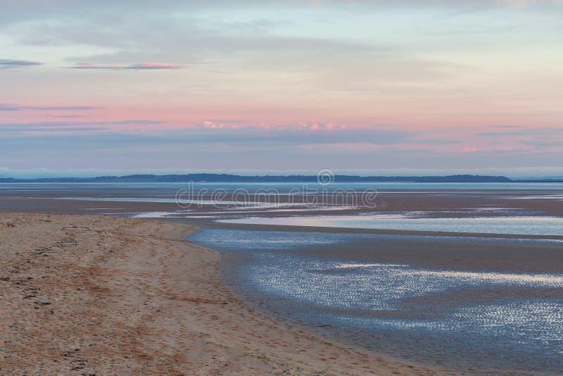 Spiaggia al tramonto rosa, Australia della riviera di Inverloch immagine stock libera da diritti