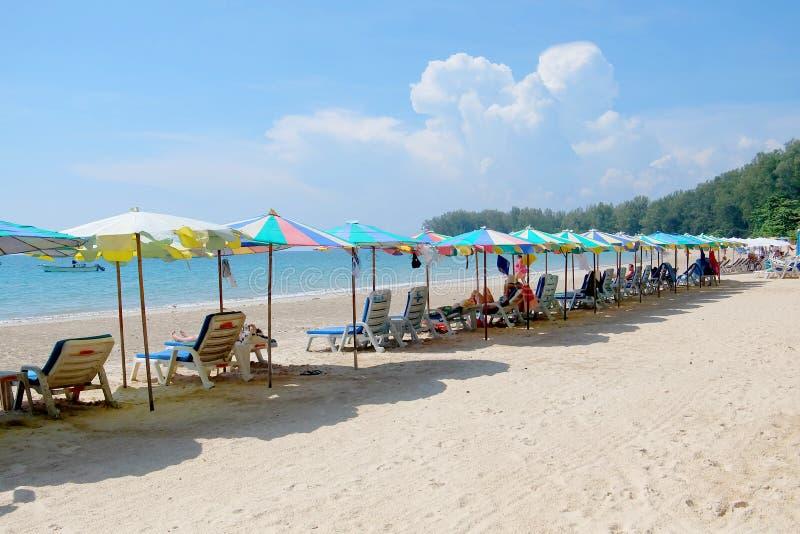 Spiaggia alla città di Phuket fotografia stock